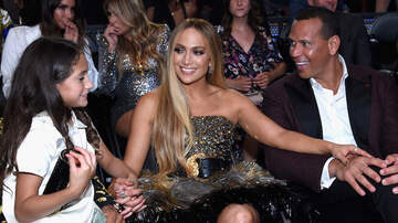 Entertainment News - Jennifer Lopez & Alex Rodriguez Trim Christmas Tree With Their Kids: Photos