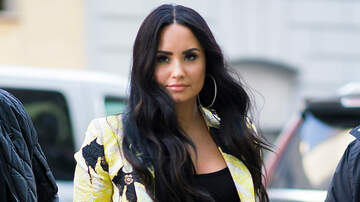 Music News - Demi Lovato Caught Kissing Henry Levy After Romantic Dinner Date