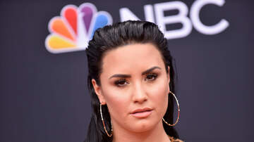 Gabby Diaz - Demi Lovato spotted Kissing WHO!?