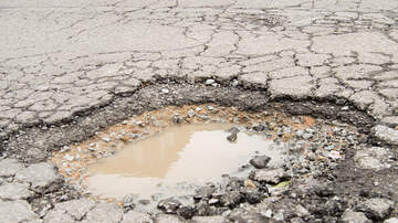 Steve Wazz - A Woman Got Her City to Fix a Pothole by Putting a Christmas Tree in It