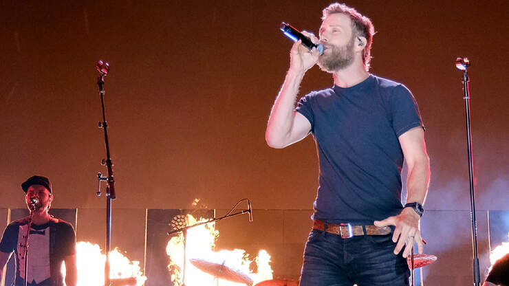 7 Times Dierks Bentley's Hotness Smoldered Our Socials
