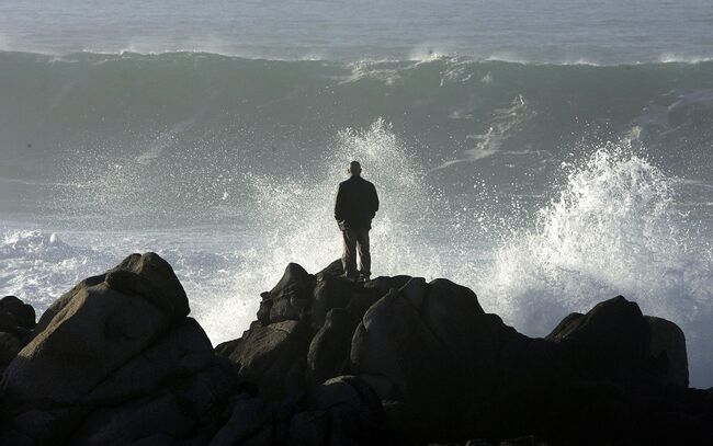 Monster Waves Prompt Warning To Avoid Beaches in Northern