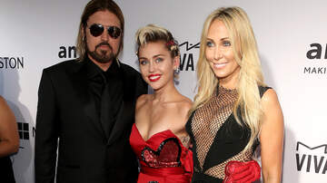 Entertainment News - Miley Cyrus' Big Stoner Parents Get High and Play With Hummingbirds