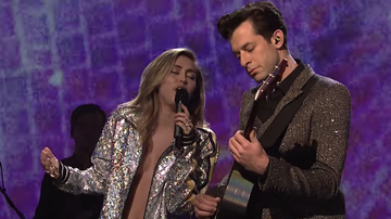 Trending - Miley Cyrus and Mark Ronson Perform Two Songs on 'SNL': Watch