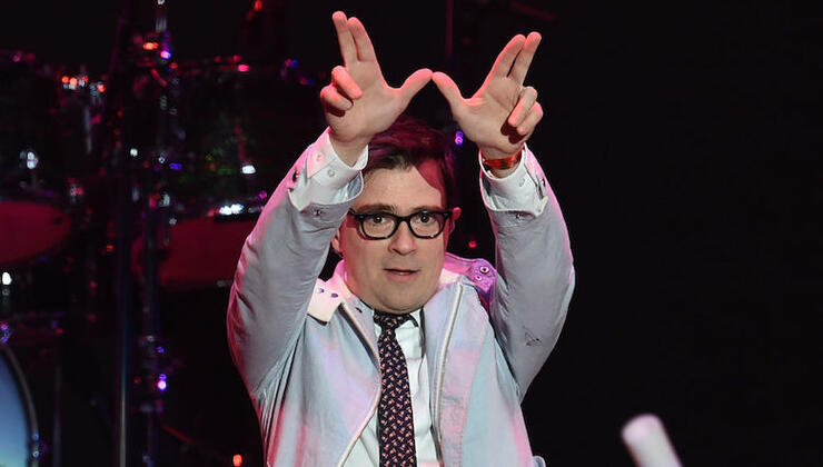 Weezer Fans Prove Chivalry Is Not Dead By Helping Disabled Woman See Show   iHeartRadio