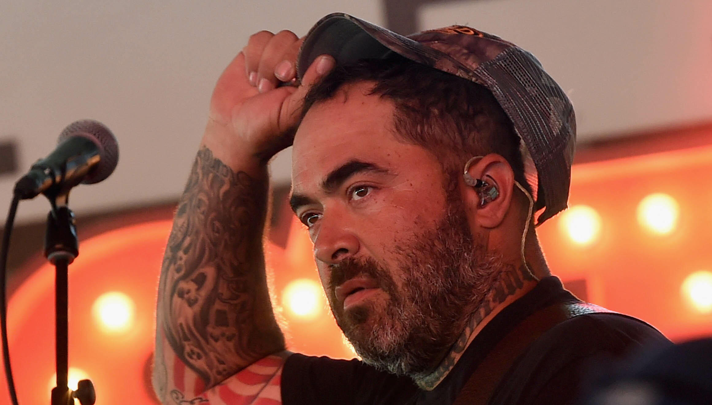 Staind's Aaron Lewis Goes Off on Heckler During Solo Show