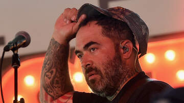 Music News - Staind's Aaron Lewis Goes Off on Heckler During Solo Show