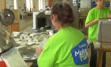 Noticias Nacionales - Michigan Business Gives Employees $4 Million In Christmas Bonuses