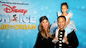 Raphael - Chrissy Teigen Doesn't Know What to Feed Her Kids