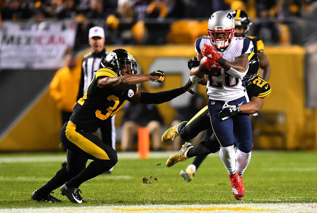 ew England Patriots v Pittsburgh Steelers PITTSBURGH, PA - DECEMBER 16: James White #28 of the New England Patriots carries the ball against Sean Davis #21 of the Pittsburgh Steelers in the first half during the game at Heinz Field on December 16, 2018 in Pittsburgh, Pennsylvania. (Photo by Joe Sargent/Getty Images)