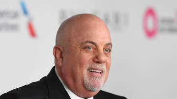 Carolyn McArdle - Billy Joel Shares Special Moment With Daughters Onstage At Show