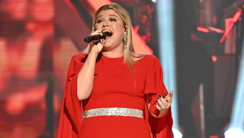 Kelly Clarkson Shares Onstage Bathroom Accident She Had During A Concert