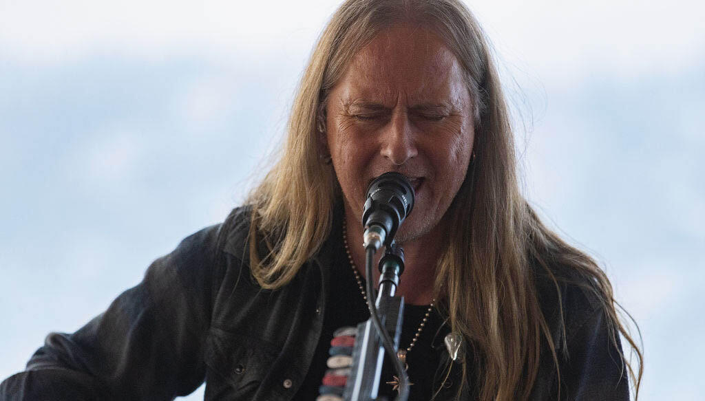 Alice in Chains' Jerry Cantrell to Have Back Surgery