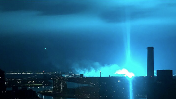 #iHeartSoCal - Explosion at Substation in Queens Lights Up the New York City Skies