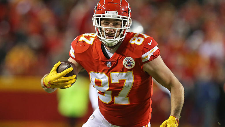 Kansas City Chiefs tight end Travis Kelce (87) runs after the catch for a 25-yard reception early in the fourth quarter of an NFL game between the Oakland Raiders and Kansas City Chiefs