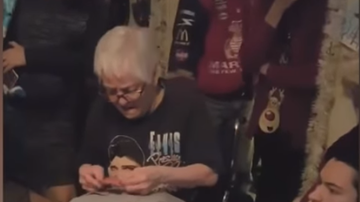 Dave Michaels - Grandma Cried After Family's Surprise Gift