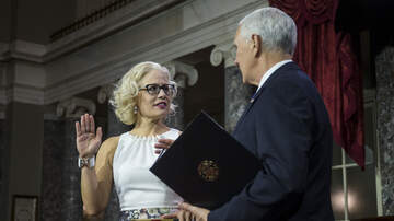 Pacey Williams - Kyrsten Sinema Makes History As First Bisexual Person Sworn To Senate