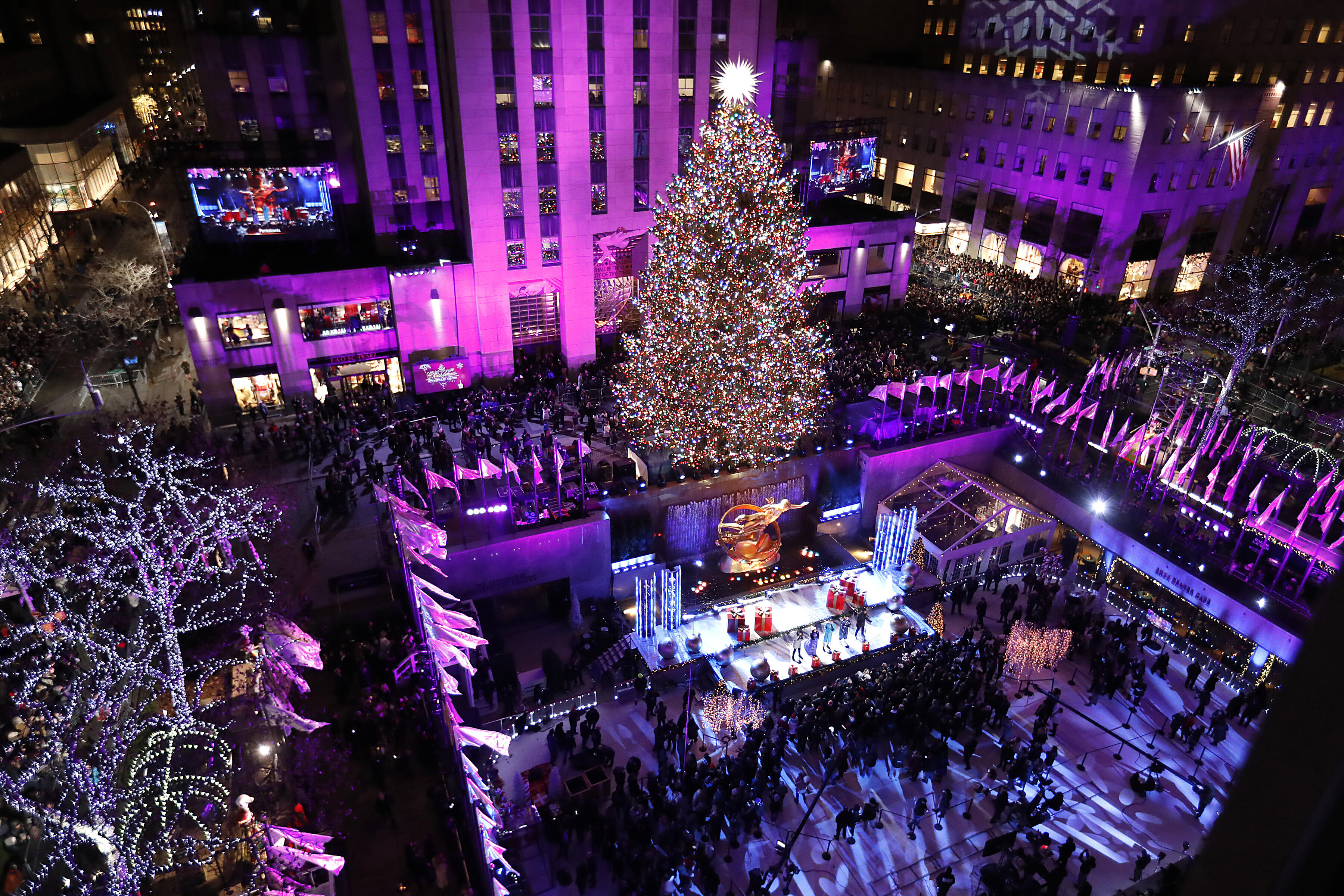 Nyc Christmas.Here S When Nyc Takes Down Their Christmas Decorations