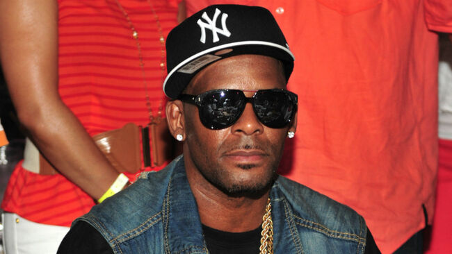 r-kelly-flee-speculation