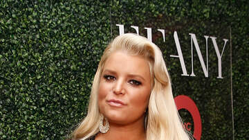 Wendy Wild - Jessica Simpson Asks The Internet For Help With Swollen Ankles