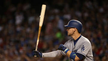 Brewers - Yasmani Grandal officially signs with Brewers on one-year deal