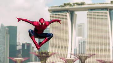 Catalina - Jake Gyllenhaal is the Cutest Villain in New 'Spider-Man' Trailer