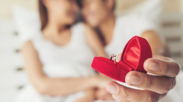 Beth Bradley - Man Takes Ambien accidentally proposes to Girlfriend
