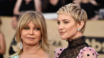 Sisanie - Kate Hudson Says Mom Goldie Hawn Got A Little Too Close In Delivery Room