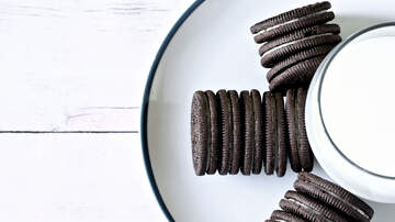 Rock News - The Most Stuf Oreos Are Officially Here & They're Gigantic