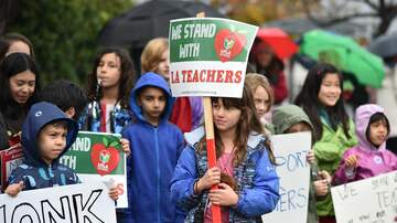 Local News - Teachers, LAUSD Back at Bargaining Table as Thousands Rally Downtown