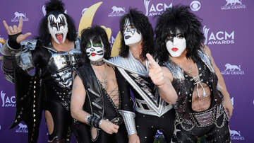 Music News - KISS Is Giving Free Meals to TSA Employees at Rock & Brews Restaurants