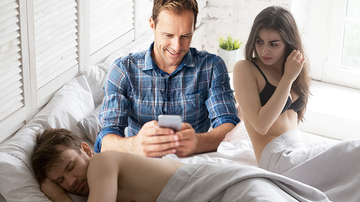 Entertainment News - Dad Live-Tweets As Step-Son Tries To Hide One-Night Stand