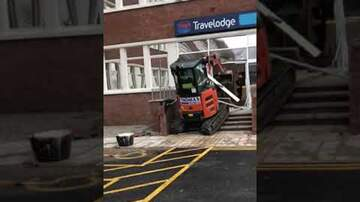 Noticias Nacionales - Police in England Hunting For Man Who Smashed Up Travelodge Using Digger