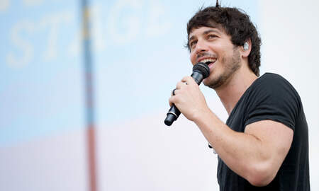 CMT Cody Alan - Morgan Evans Experiences 'Shark-ing' Encounter While Surfing
