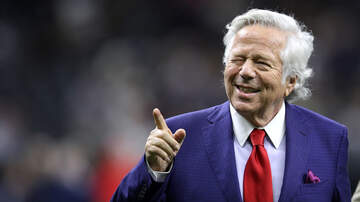 Boston Sports - Robert Kraft Convinces Michael Strahan To Wear Patriots Hat