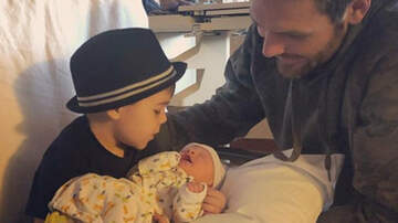 Lee France - Carrie Underwood and Mike Fisher Welcome New Baby Boy