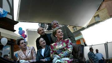 Savannah - Anne Hathaway & Julie Andrews Are Working on 'Princess Diaries 3'