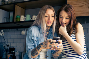 New Dating App Puts Your BFF In Control