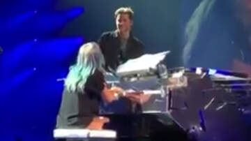 "Scotty Davis - Bradley Cooper Jumps On Stage To Help Lady Gaga Sing ""Shallows"""
