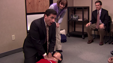 Headlines - Man Saves Woman's Life With CPR Tactics He Learned From 'The Office'