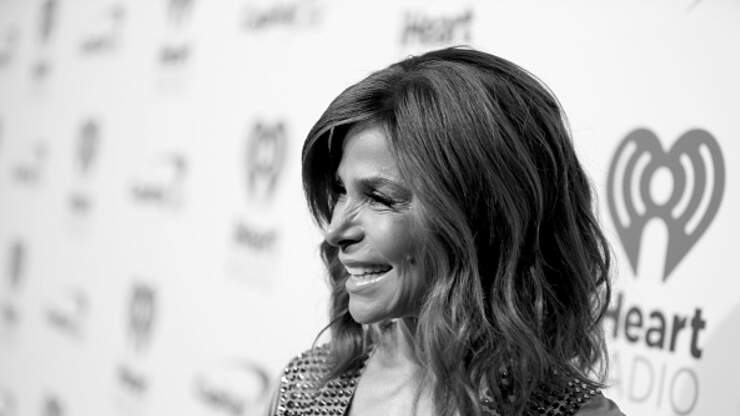 Paula Abdul Dances With Her Younger Self In Commercial