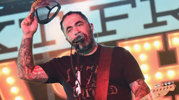 Jonathan 'JC' Clarke - Staind's Aaron Lewis Makes Racially-Charged Comment, Ends Concert Early
