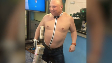 Elvis Duran - Greg T Models His New Valentine's Day Underwear (Video)