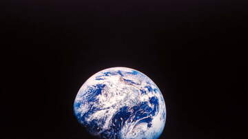 Woody and Jim - The Earth May Lose Its Distinct Blue Color in Another 80 Years