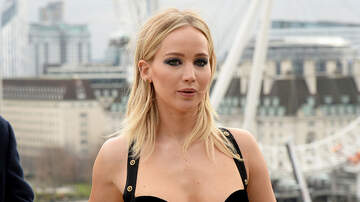 Savannah - Fans Surprised by First Photos of Jennifer Lawrence's Engagement Ring