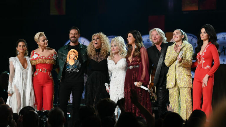 Dolly Parton Honored At 2019 Grammys By Miley Cyrus Little Big Town More Iheartradio