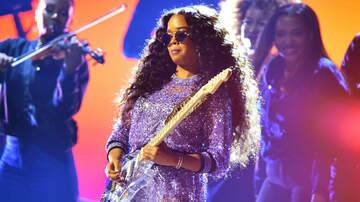 iHeartRadio Spotlight - H.E.R. Owns The 2019 Grammy Stage With Soulful Performance