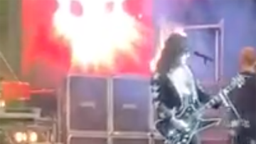 Rock News - Paul Stanley Impersonator's Hair Catches Fire During Performance