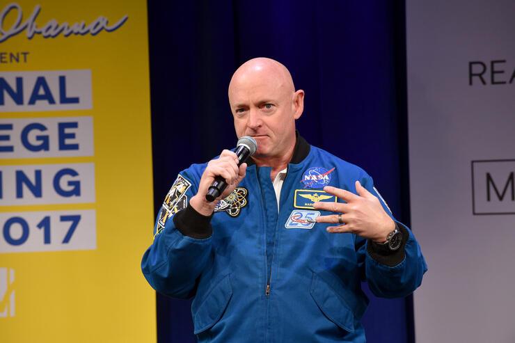 Astronaut Mark Kelly files to