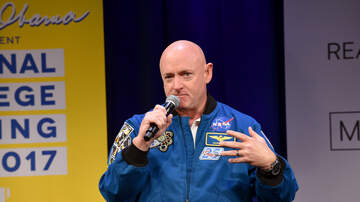 Politics - Retired Astronaut Mark Kelly Announces 2020 Bid For McCain's Senate Seat